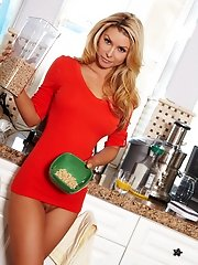 Heather Vandeven flaunts her gorgeous body in the kitchen.