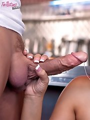 Tiffany Tyler squirts jizz on a burger.